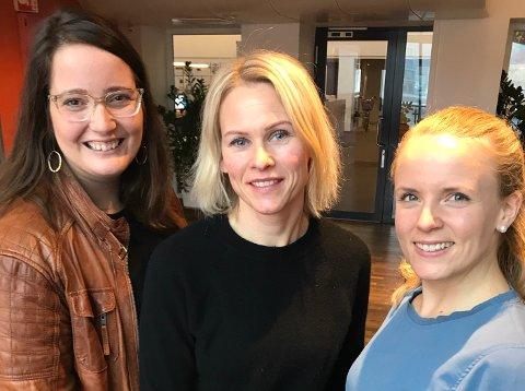 DAGENS ØKONOMIPANEL: Økonomisk rådgiver hos Nav, Beate Engelschiøn (til venstre) og finansrådgiverne Hanne Solli og Kamilla Elise Holt Utheim fra DNB Tønsberg.