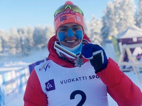 SØLVGUTT: Lars Agnar Hjelmeset spurtet inn til sølv på sprinten i junior-VM og mesterskapet er bare så vidt i gang.