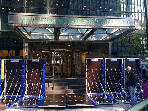 GJØR NEW YORK SIKRERE: Aquafence fikk en skikkelig opppsving i USA etter stormen Sandy. Nå flomsikrer de en rekke bygninger i New York, blant annet 2 Water Street på Manhattan.