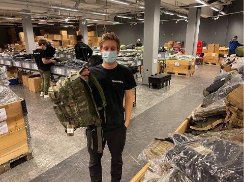POPUP: Mathias Aslaksen inviterer til popupbutikk med militært lagersalg vis a vis Amfi Drøbak City.