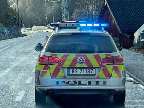 FLERE FØRERKORTBESLAG: Fire førerkortbeslag fra denne kontrollen i Nessetveien i november. Torsdag kveld ble det gjort to nye førerkortbeslag ved denne veien.