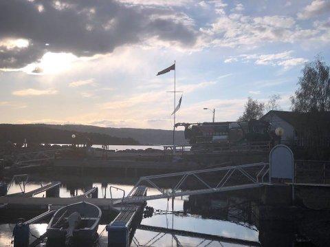 Politiet ba folk ved Fagerstrand på Nesodden lukke vinduer og holde seg innendørs grunnet farlig damp.