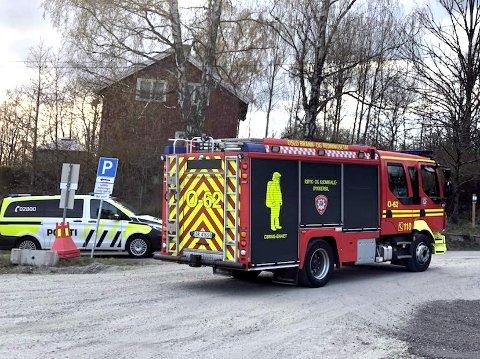 Politiet ba folk ved Fagerstrand på Nesodden lukke vinduer og holde seg innendørs grunnet farlig damp tirsdag kveld. Evakuering av boliger ble vurdert.