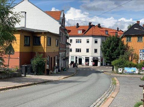 Mandag er det pent vær i Drøbak, med et lett skydekke. Men mot ettermiddagen er det ventet byger.