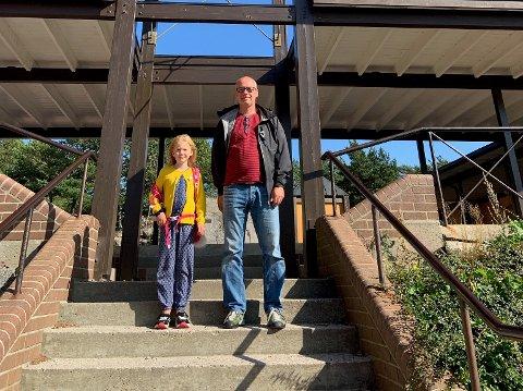 Ståle Sjaavaag håper forslaget om leksefri fører til god dialog mellom alle: – Både foreldre, lærere, ledelse og politikere må samhandle, sier han. Her med datteren Hanne (8) Foto: privat