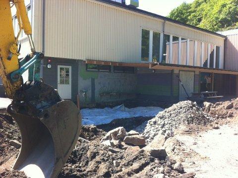 MANGLER GODKJENNNG: Det er flere år siden et tilbygg på 60 kvadratmeter med skole/ folkebibliotek stod ferdig ved Hidra skole. Et tilsyn av miljørettet helsevern avdekket manglende godkjennelse av nybygget.