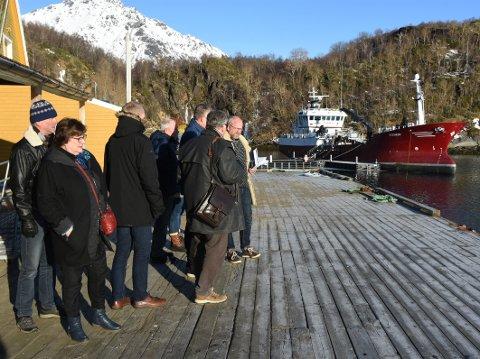 Befaring: Politikerne i Hamarøy har både vært på befaringer og gjort vedtak om å foreta seg noe med kaisituasjonen på Skutvik, så langt uten at noe har skjedd.