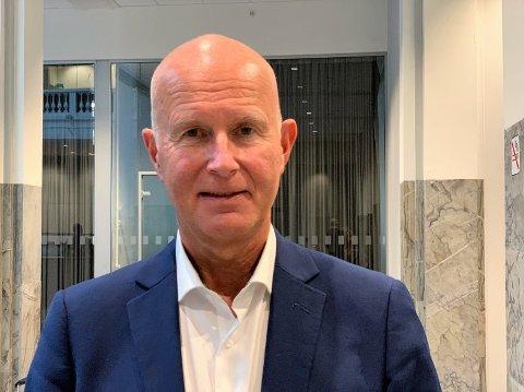 Helsedirektør Bjørn Guldvog minner om at du bør ha et nødvendig ærend hvis du drar over kjølen.  Foto: Heidi Schei Lilleås