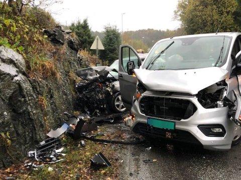 Tre biler var involvert i en ulykke på Ravnanger på Askøy onsdag ettermiddag.