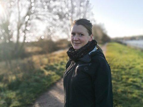 ANNERLEDES NÅ: Ida Fossum Humphris sier at det er mange syke i nærmiljøet i Oxfordshire, og at det oppleves annerledes nå enn midt i desember.