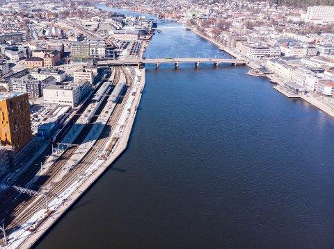 MULIG STOPPESTED: Drammen sentrum er et mulig stoppested for en el-ferje på Drammensfjorden mellom Lier og Drammen.