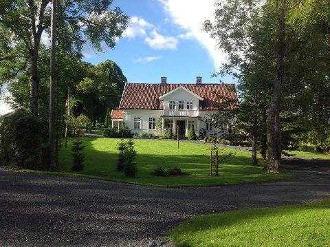 IDYLLISK: Mange ønsker en periode på gården til Lars Tore og Jorunn i sommer.