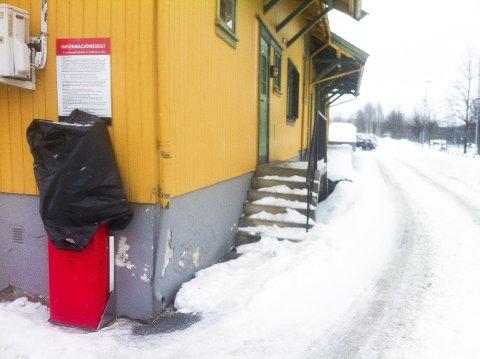 Betaling: For noen uker siden ble plastsekken fjernet, og de reisende må dermed betale for parkering. Foto: Jan Rasmussen