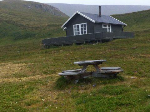 En av hyttene på Veidnes som kanskje må rives.