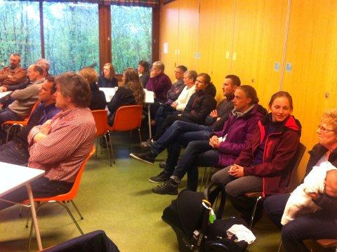Bilde frå folkemøte i Hellevik barnehage 21.mai.