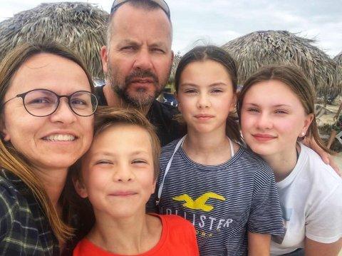 FAMILIE: Støfring Skorvo familien valde å droppe julegåver og feire jul på Cuba i staden. F.vTone Lin, Ludvig, Øystein, Tine og Maja.