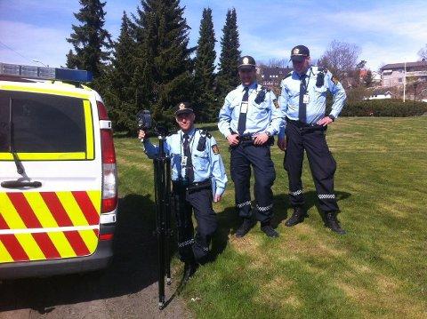 LASERKURS: Lokalt politi, her representert ved tjenestemenn fra Sarpsborg, har i vinter og vår vært på kurs i laser hos UP. En rekke kontroller er gjennomført i Østfold denne uken.