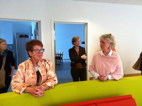 STENGT: Dagavdelingen står klar til bruk, men vil foreløpig ikke bli åpnet. Til venstre ser vi Anne Kirsti Pedersen og virksomhetsleder Lillian Rosten. Foto: Helge Ness