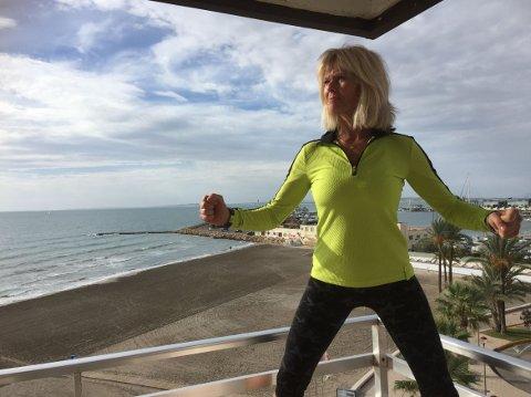 SATSER NYTT: Ingjerd Torp Sletner (56) fra Kjøkøy satser på å arrangere treningsreiser for kvinner i Spania. Fra før av har hun over 30 år bak seg i luftfart.