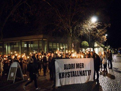 Fredag kveld blir det fakkeltog og markering av krystallnatten i Fredrikstad sentrum. Bildet er fra en tidligere markering.