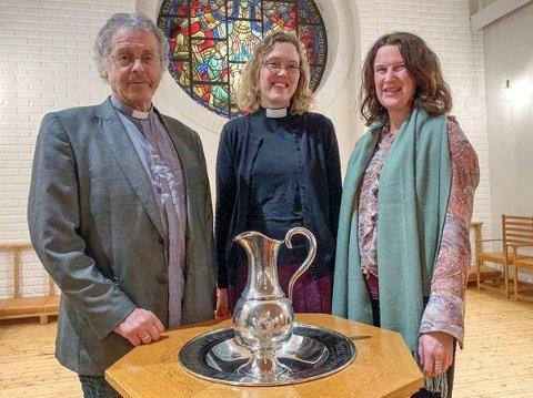 Gleder seg. Prestene Børre Aamodt Sneltorp (Glemmen kirke), Maria Wassli Gjære (Kråkerøy kirke) og Kristin Winlund (Gresvik kirke) gleder seg til drop in-dåp i Glemmen kirke 21. mars.