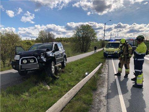 KJØRTE NED STOLPE:  Trafikkuhell mellom Fredrikstad og Sarpsborg.