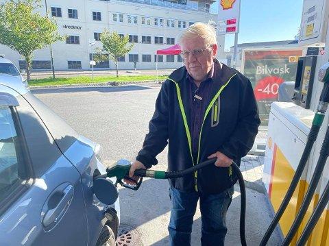 Kjell Olsen fra Kråkerøy mener det er dårlig gjort å sette opp avgifter som gjør drivstoffprisen høyere – igjen. – Det er mange som er avhengige av personbilen, sier han.