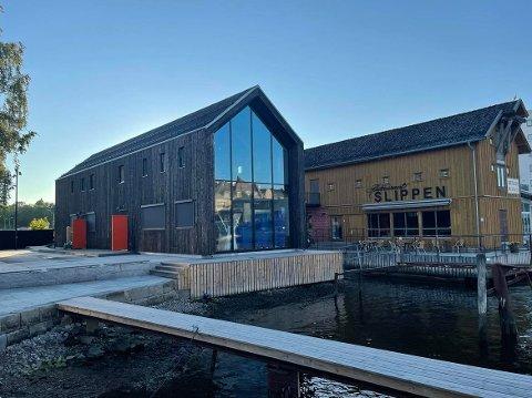 I juni 2020 sto det nye bakeriet til Slippen ferdig. – Et bygrep som styrker sentrum, mener juryen som delte ut Arnstein Arnebergs pris på fredag.