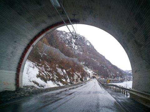 Det er lov å sykle i tunnelene på E6 i Narvik, men syklister bør ha på refleksvest.