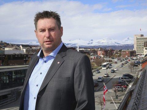 Ordfører i Narvik, Rune Edvardsen, mener det er oppsiktsvekkende det som er kommet fram i e-posten. – Samtidig får det ganske mange brikker til å falle på plass for meg, sier ordføreren. Foto: Arkivfoto