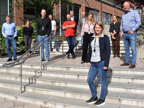 TENKER PÅ TALL: Økonomisjef Bertine Myhre i front for gjengen som jobber med budsjettet for Horten kommune.