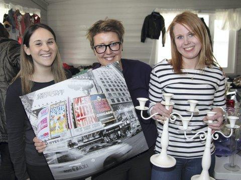 Sesongstart: F.v.: Denira Fadzan, Hanne Mykkestue og Malin Høglund Bråten fra FAU Vinger barnehage arrangerte loppemarked på Vennersberg grendehus i helga.foto: ERIK MÆHLUM