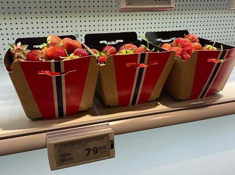 STIVE PRISER: Jordbærene i Elverums matvarebutikker koster nå mellom 70 og 85 kroner.