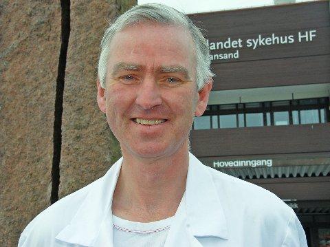 ETTERLYSER FORSKNING: Lederen i NAAFs legeråd og øre-nese-hals-professor Sverre Steinsvåg. Foto: Arkiv NAAF