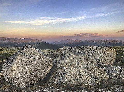4. VAKKERT: Frisk luft, utsikt og solnedgang. Foto: @alinlokken