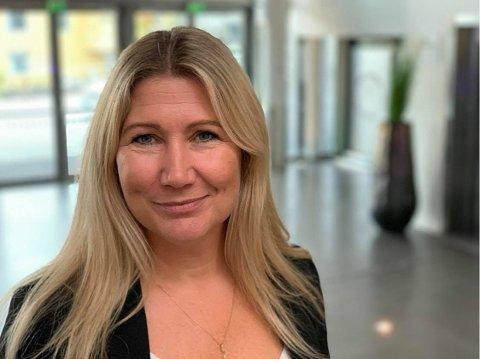 FORTSATT STILLE: Det er på langt nær så mange hotellgjester på Strand som direktør Karoline Hammer-Larsen skulle ønske seg. Hun er fortsatt bekymret til tross for milliardpakken fra regjeringen.