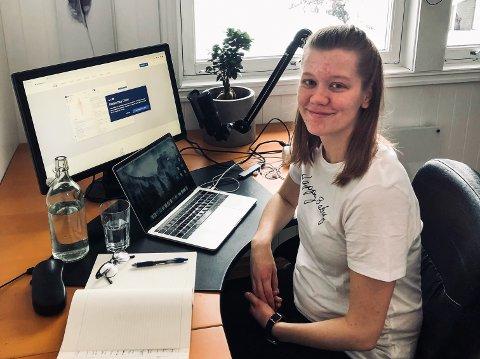 LITT ENSOMT: Lise Granshagen Brendengen har hatt hjemmekontor i ti måneder. Det går greit, men det er også litt ensomt.