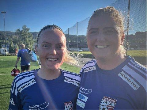 KAMP: Martine Dalby Mathisen (til venstre) og Mariann Stokk Midtlie var fornøyd med å spille kamp igjen. Forrige kamp var mot Løten den 12. oktober i 2019.
