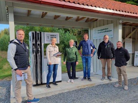 BIODRIVSTOFF OG MØTE: Geir Ingeborgrud, Anne Beathe Tvinnereim, Kjersti Bjørnstad, Anders Møyner Eid Hohle, Erik Eid Hohle og Ole Dæhlen.