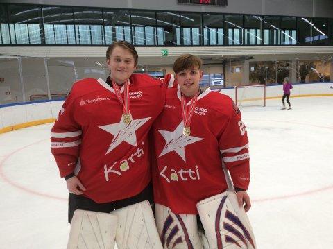Kristian Høvik (th) tok NM-gull med Stjernen U16. Her sammen med keeperkollega Fredrik Bøckmann. Foto: Privat