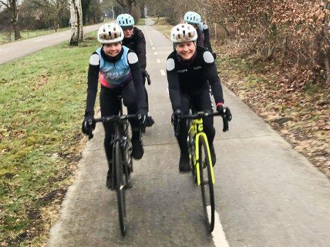 SESONGSTART: Emilie Moberg (th) sammen med Elise Olsen og de andre lagvenninnene i Drops på siste treningstur før etapperittet Healthy Ageing Tour starter i morgen onsdag.