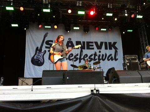 Gitarist Marie Kristin Dale i MK,s Marvellous Medicine.