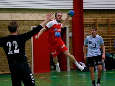 GA ALT: HHK-spillerne ga alt og gnistret tidvis mot tabelleder Sandnes i Haraldshallen, men i en periode med to mann mindre ble kampen avgjort i favør bortelaget. På bildet Fredrik Skov.