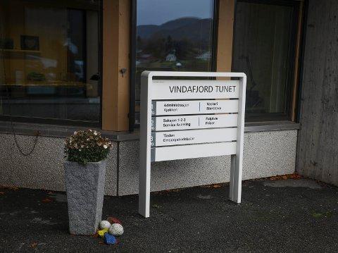 NY TID: Jan Idar Haugen (Sp) slo fast at pleie- og omsorgstenesta i Vindafjord går inn i ei ny tid - med ein reduksjon frå 70 til 61 omsorgsplasser til neste år.