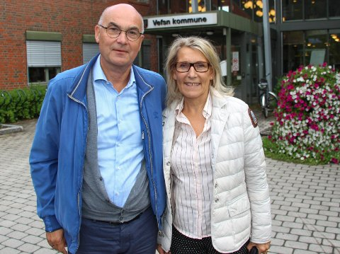 Hulda Gunnlaugsdóttir og Dag Hårstad hadde det svært travelt da de hastet videre fra møtet med vefsnpolitikerne.