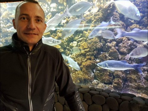 FORNØYD: Kent Are Esbensen er glad han valgte å investere pengene i et fiskebåtrederi slik at han heller kan bruke pengene når han blir pensjonist. Foto: Privat.