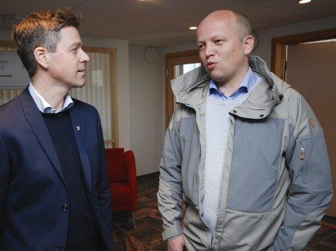 LITT ENIGE: KrF-leder Knut Arild Hareide og Sp-leder Trygve Slagsvold Vedum er ikke helt på kollisjonskurs når det gjelder fiskerihavnprosjekter. Begge mener de at Kystverket må jobbe videre helt til andre eventuelt overtar.