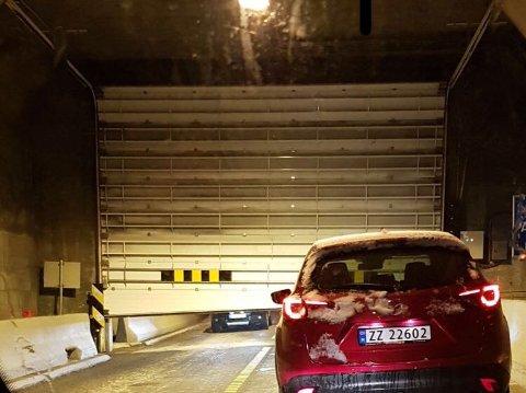 VEDLIKEHOLD AV KULDEPORT: Den ene kuldeporten i den undersjøiske tunellen til Norkapp kilte seg i januar. I natt stenges hele tunellen på grunn av vedlikeholdsarbeid.