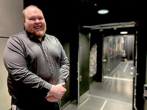 ÅRETS MANN: I 2020 ble Gunnar Olsen kåret til Årets Hammerfesting av lokalavisa Hammerfestingen. Gunnar ga hele premien, 25.000 kroner, til Seiland Barnefestival. - Det var helt naturlig for meg å gjøre det, sier Gunnar. Foto: Helle Østvik