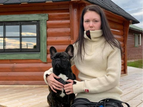 TURKAMERATER: Vilde Hansen og den ett år gamle franske bulldogen Dexter skal ha fått seg en skremmende opplevelse da de var ute og gikk tur.